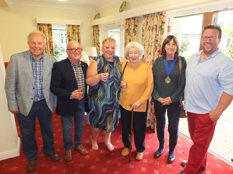 Martin Ward and Ian Duncan from the Lions Club; Janie Pearman, Belmore Lodge Home Manager;  Mary Young, a Belmore Lodge resident; Cllr Anne Corbridge, Deputy Mayor of Lymington and James Brushwood of the Lymington Sports Association.