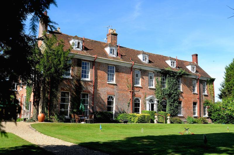 New Park Manor luxury family hotel and wedding venue in the New Forest