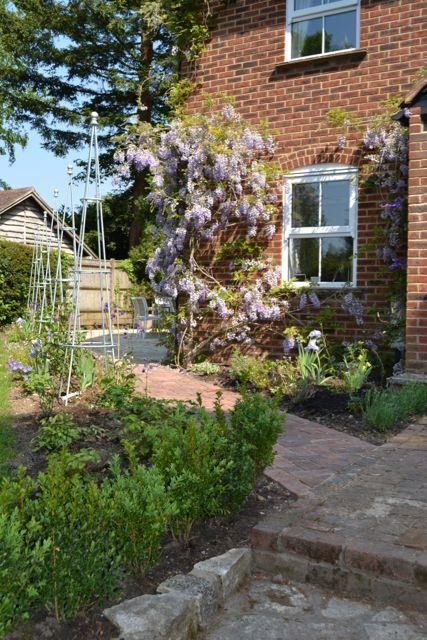 A contemporary cottage garden