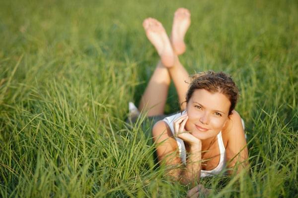 Woman in grassSmall 600x400 min