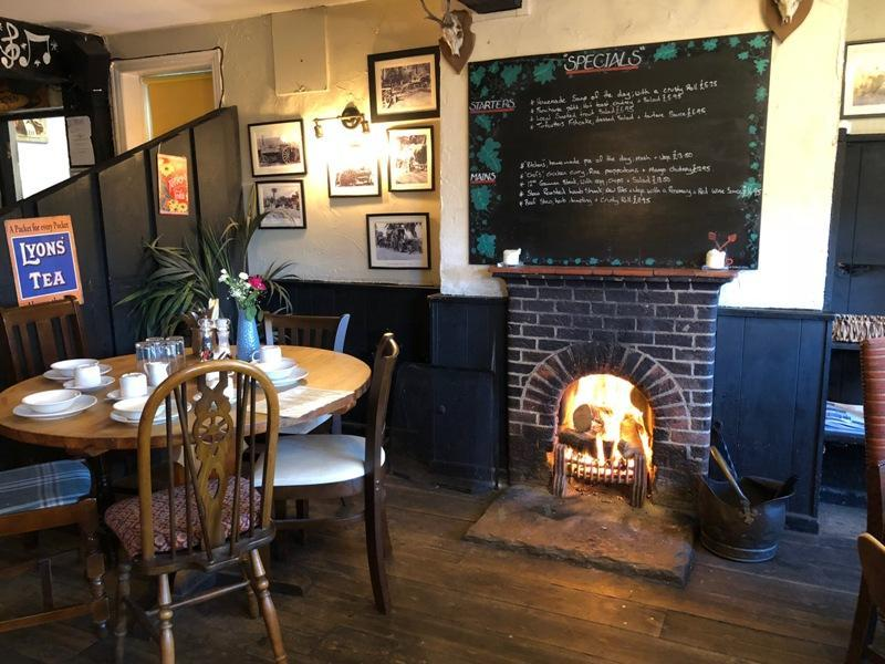 turfcutters arms east boldre cosy fireside AUTUMN 800