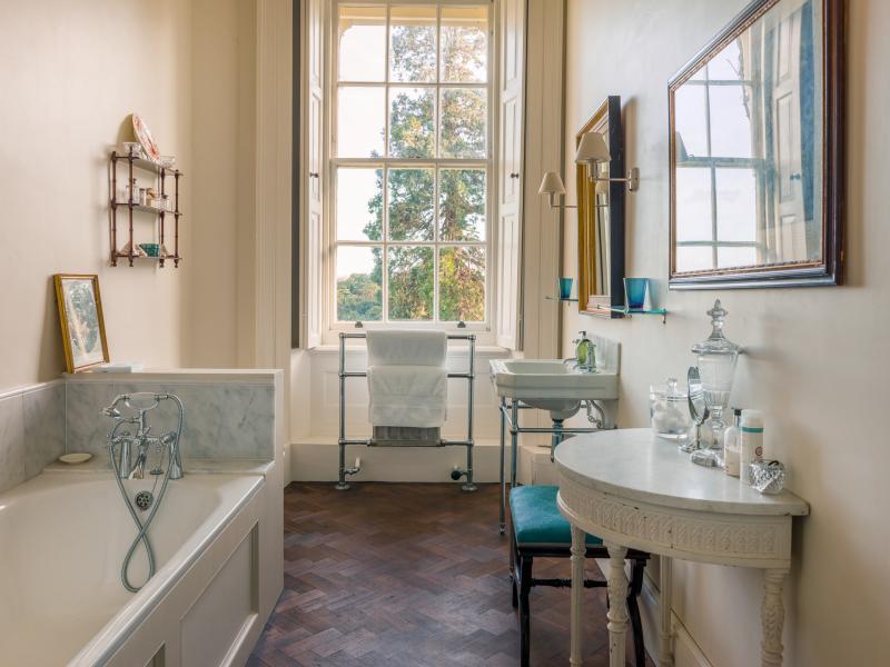 Bridal bathroom at Pylewell Park