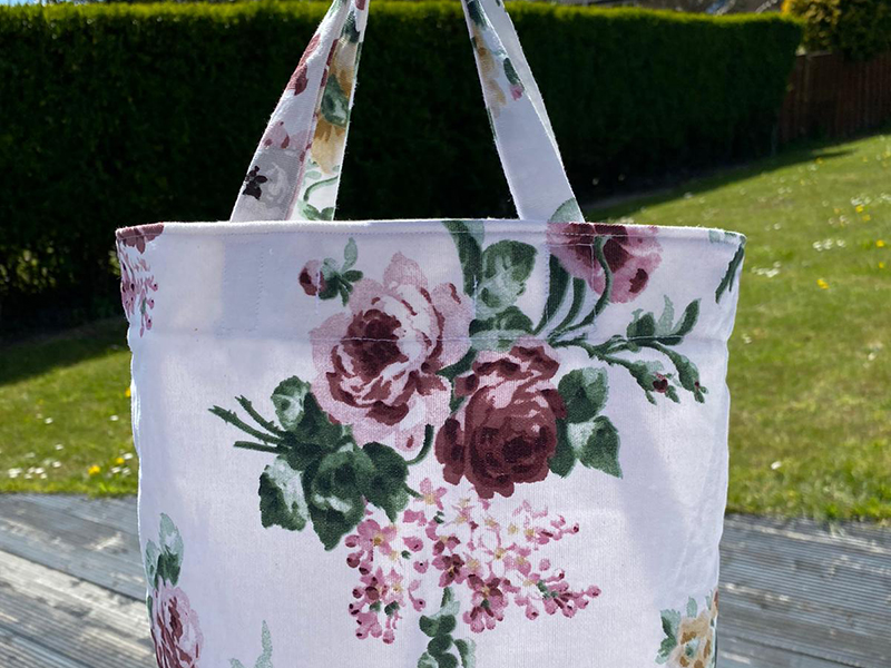 Keep your lunch in these lovely bags, wipe clean lining and popper fastening