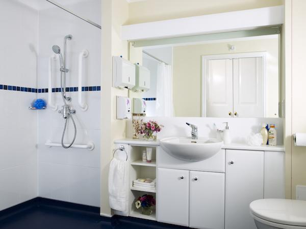 Colten Care Belmore Lodge bathroom