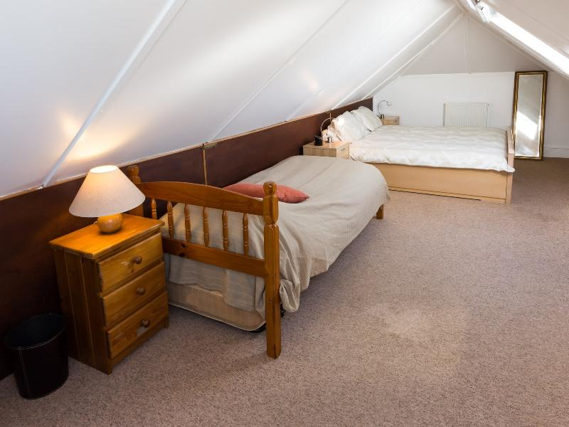 self catering east boldre bartley barn upstairs family bed area