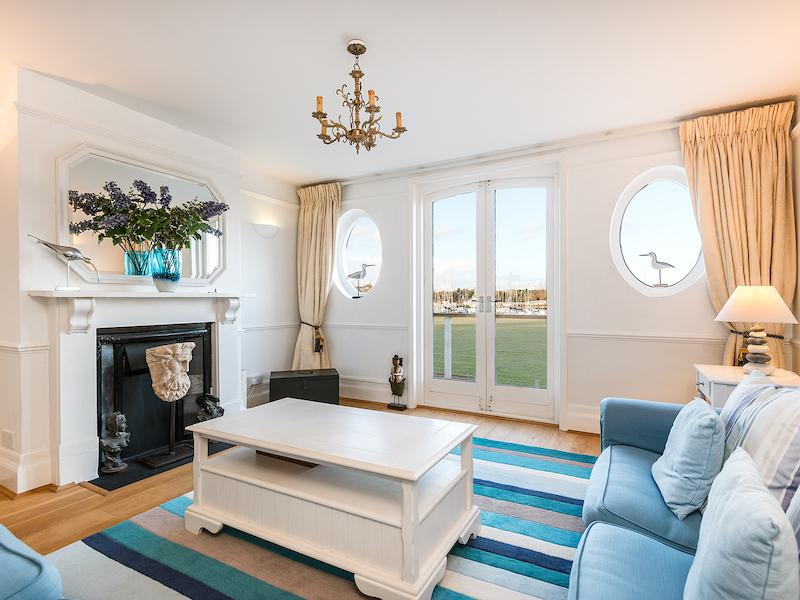 New Forest Cottages with a sea or river view