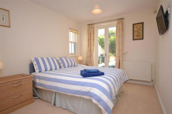 Alexandra Cottage bedroom