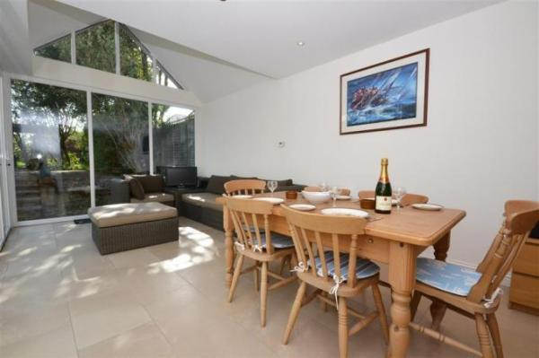 Alexandra Cottage dining room