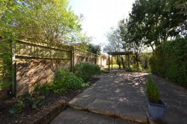 Alexandra holiday cottage, garden